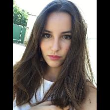 Victoire , 17 ans